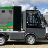 BioMant-ONE auf Elektro-Fahrzeug mit Anbauspritzschirm