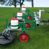 On sloping ground too, the parallelogram design ensures the correct distance between the atomiser and ground and that the wheel is in constant contact with the ground
